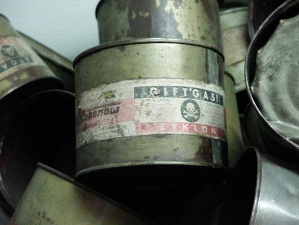 齊克隆B氰化物本用作滅蟲劑,後於火葬場被用作毒藥,以筒狀降入毒氣室。現時齊克隆B仍有出產。